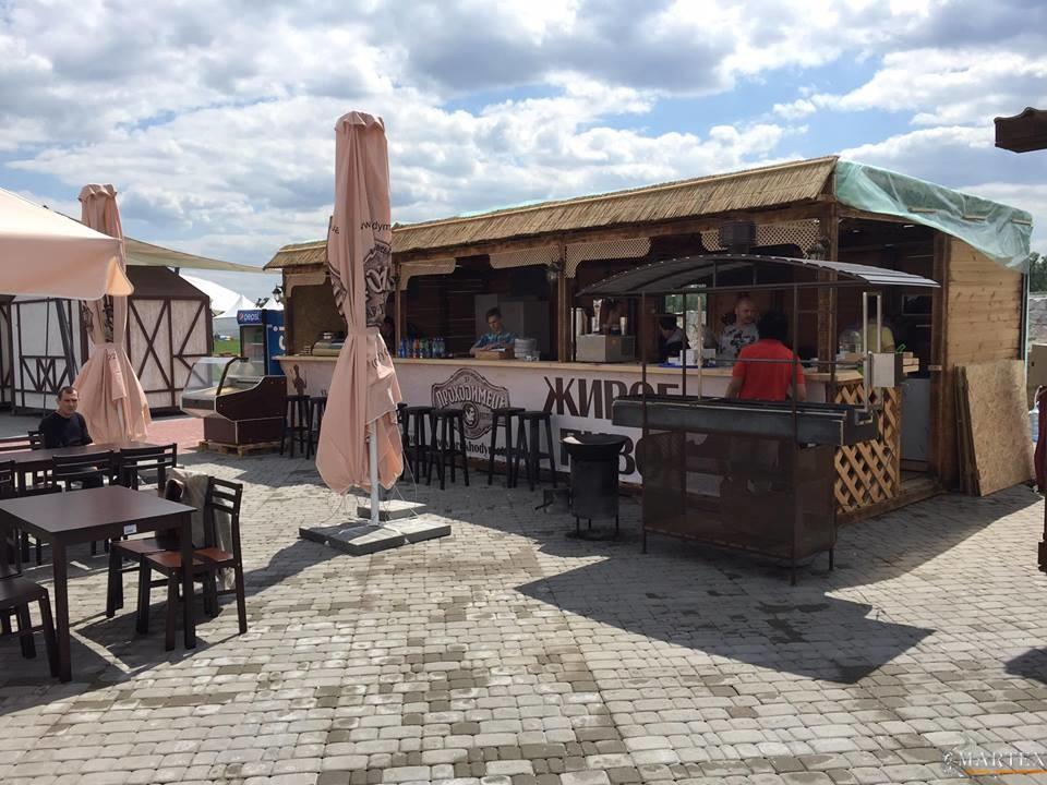 Деревянный домик ресторана ПроходимецЪ