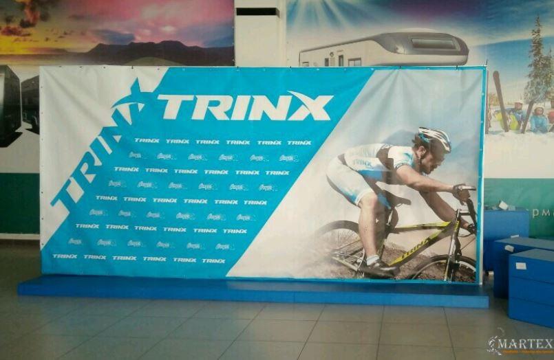 Виниловый баннер для стенда TRINX