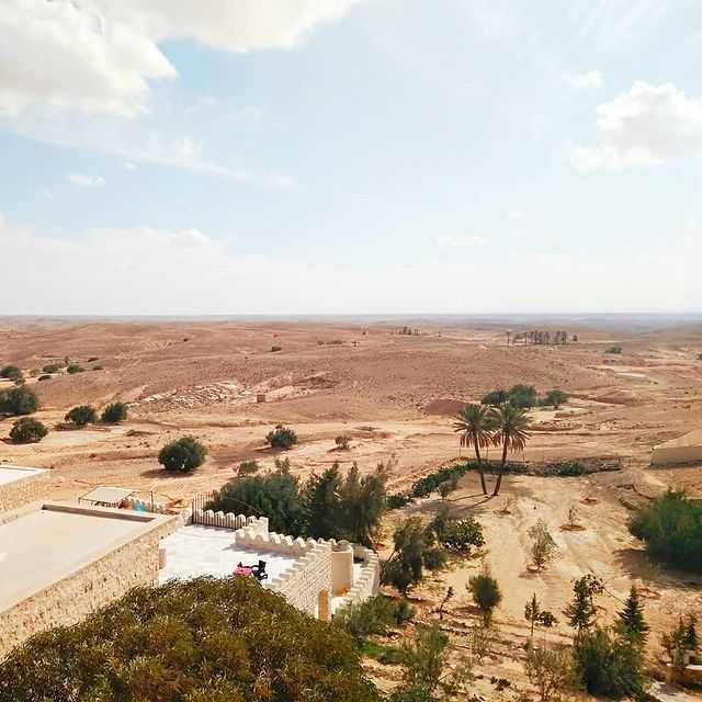 Когда в пустыне остаются считанные километры, на горизонте уже Сахара, тяжело понять как живут здесь люди ... 🤔 # Ловимомент 😉 #martexphoto